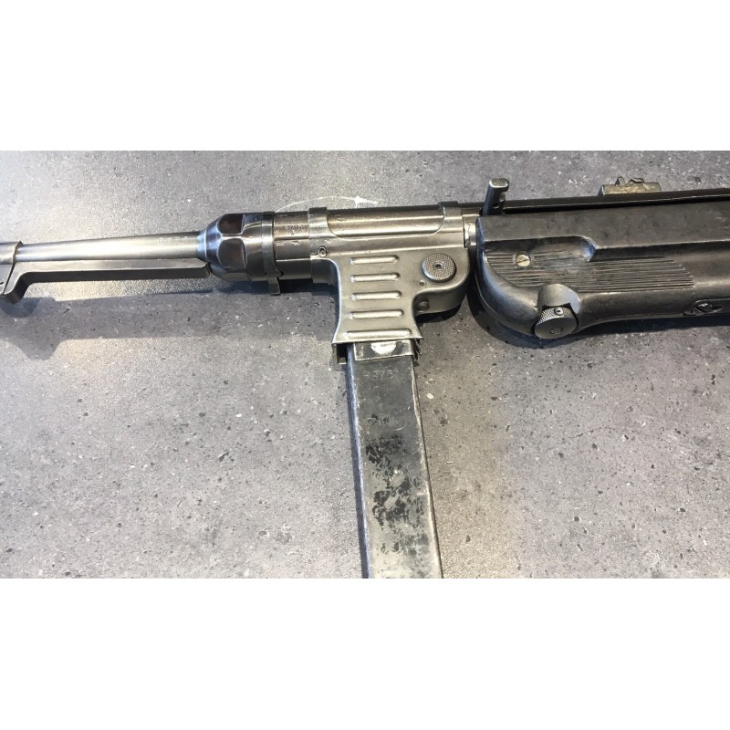 Pistolet samopowtarzalny wytworzony na bazie części MP 40
